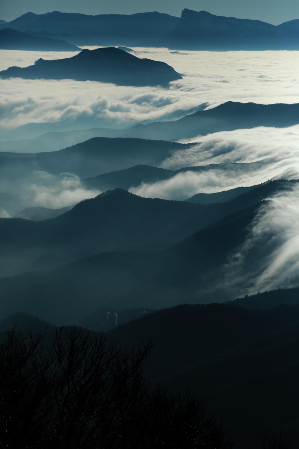 Entre ciel, terre et mer de nuages - Between sky, earth and sea of clouds